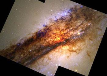 Галактика с двумя источниками радиоизлучения в ядре